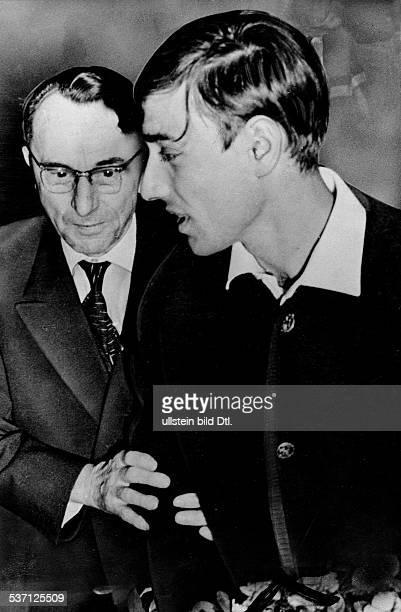 Schriftsteller DDR mit dem 'Buchenwald Kind' StephanJerzy Zweig dessen Lebensgeschichte als Vorlage für den Roman 'Nackt unter Wölfen' diente 1964