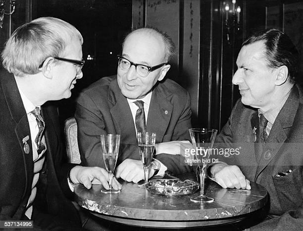 * Schriftsteller DDR mit dem französischen Schriftsteller und Publizisten Vladimir Pozner beide erhielten den HeinrichHeinePreis in der Mitte der...
