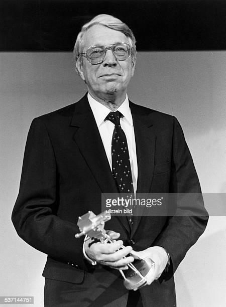 * Schriftsteller Drehbuchauttor D mit dem Fernsehpreis 'Goldene Kamera' 1980