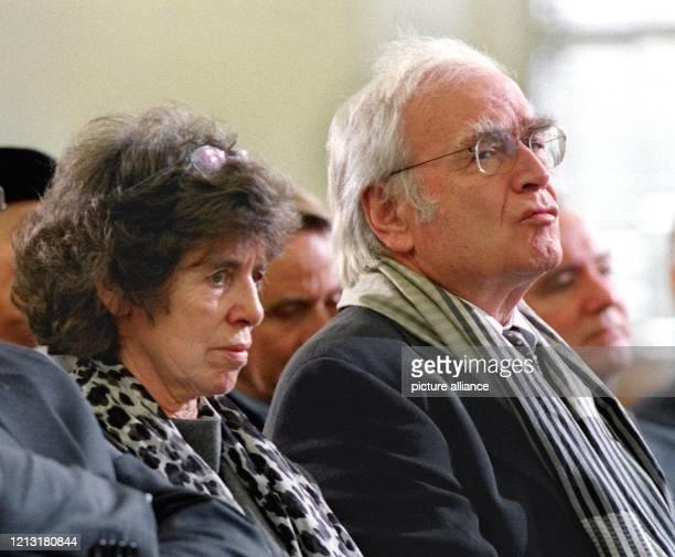 Schriftsteller Martin Walser und seine Frau Käthe während der Verleihung des Friedenspreises des Deutschen Buchhandels am in Frankfurt In Anwesenheit...