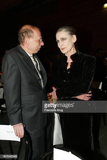 Schriftsteller Rafael Seligmann Und Irina Pabst Bei Der Verleihung Des Bz Kulturpreis In Berlin