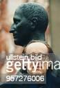 Schriftsteller Regisseur Dramatiker D Künstlerischer Direktor Berliner Ensemble Porträt vor der Büste von Bertolt Brecht Berlin