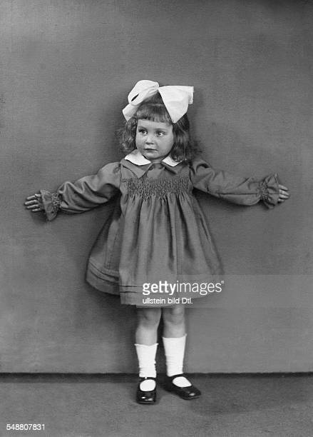 Schroth, Hannelore - Actress, Germany *10.01..1987+ daughter of Heinrich Schroth und Kaethe Haack - as three-year-old girl - 1925 - Photographer:...