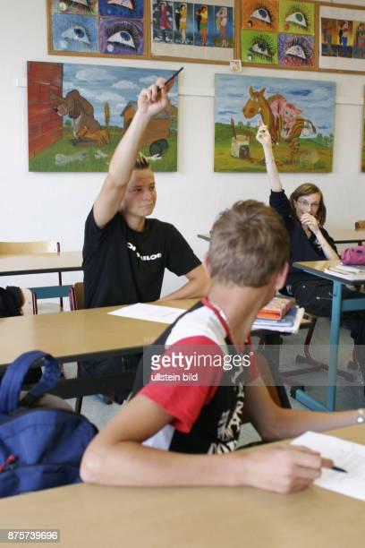 Schueler waehrend einer Mathematikstunde in der Oberschule von Karstaedt Die Schule wird zu Schuljahr 2008/2009 auf Grund von Kindermangel...