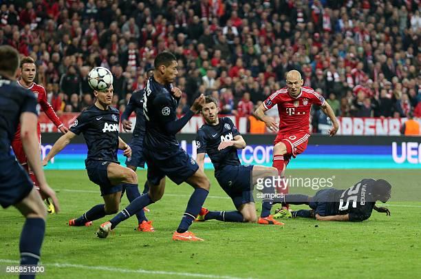 Schuss von Arjen ROBBEN FC Bayern München Fussball Championsleague Quaterfinal Viertelfinale Saison 2013 / 2014 FC Bayern München Manchester United