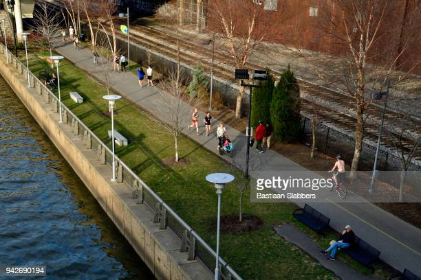 schuylkill river trail in philadelphia, pa - basslabbers, bastiaan slabbers stock pictures, royalty-free photos & images