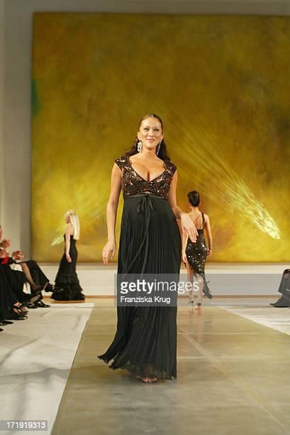 Schwangere Allegra Curtis Bei Charity Modenschau Auf Schloss Bellevue
