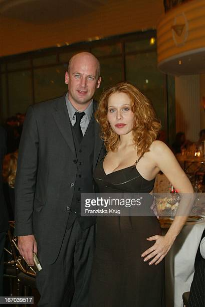 Schwangere Patricia Lueger Und Jens Schniedenharn Bei Der Dvd Champion 2002 Verleihung Im Bayerischen Hof