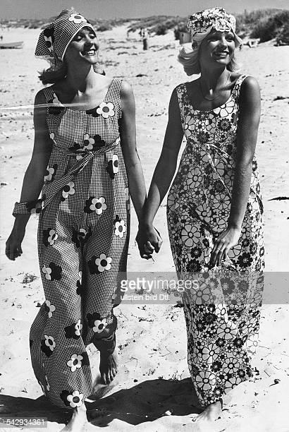 Schwangerschaftsmode von Emmy Olsen gemusterte Strandkleider und dazu passende Kopftücher1975