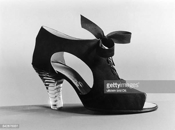 schwarzer Wildlederschuh mit Absatz aus Plexiglas 1941