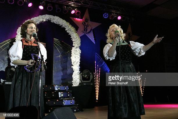 Schwarzwaldfamilie Seitz Premiere der Tournee Gala der Volksmusik Meckesheim bei Heidelberg Bühne Auftritt Kleid Sängerin Promis Prominenter...