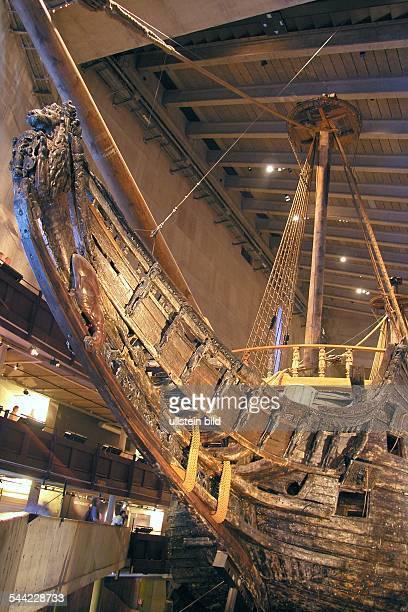 """Schweden, Stockholm - das 1628 gesunkene schwedische Kriegsschiff """"VASA"""" im Vasamuseum"""