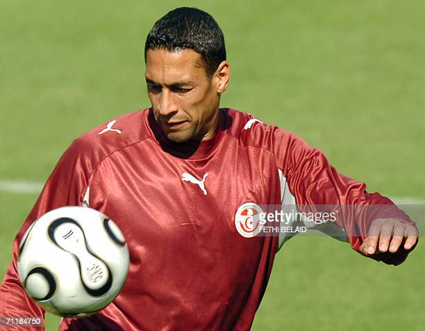 Tunisian goalkeeper Ali Boumnijel plays with a ball during a training session at Saks Stadium in Schweinfurt 12 June 2006 Tunisia will contest Group...