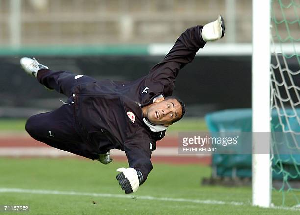 Tunisian goalkeeper Ali Boumnijel trains before a freindly football match against Bavarian F A Selection at Saks Stadium in Schweinfurt 07 June 2006...