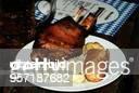 Schweinshaxe mit Kraut Brot und Senf