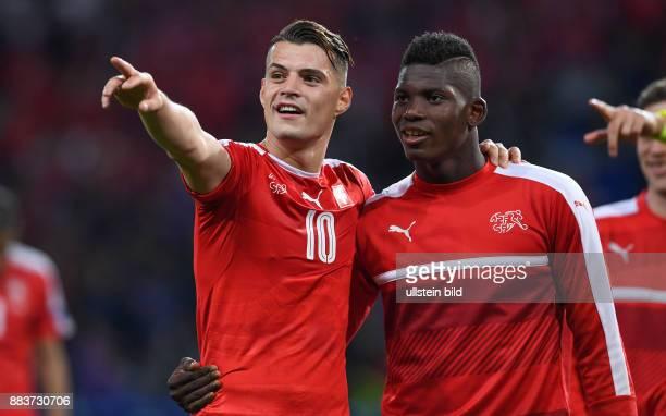 FUSSBALL Schweiz Frankreich Granit Xhaka und Breel Embolo freuen sich nach dem Abpfiff