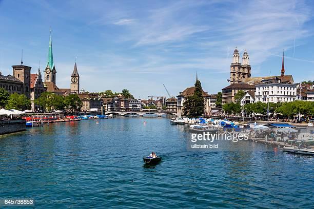 Schweiz Zürich Großmünster und Fluß Limmat