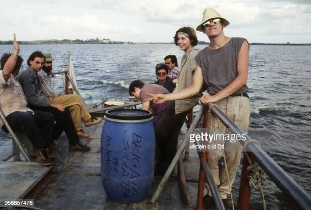 Schweizer Arbeits Brigadisten und Brigadistinnen besuchen am 2 Februar 1984 die Insel Zapotillo bei Solentiname im Nicaraguasee Nicaragua