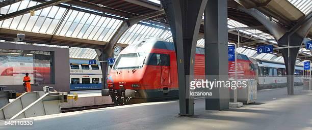 Swiss SBB-Bahn Warten Auf Abfahrt in Zürich Hauptbahnhof