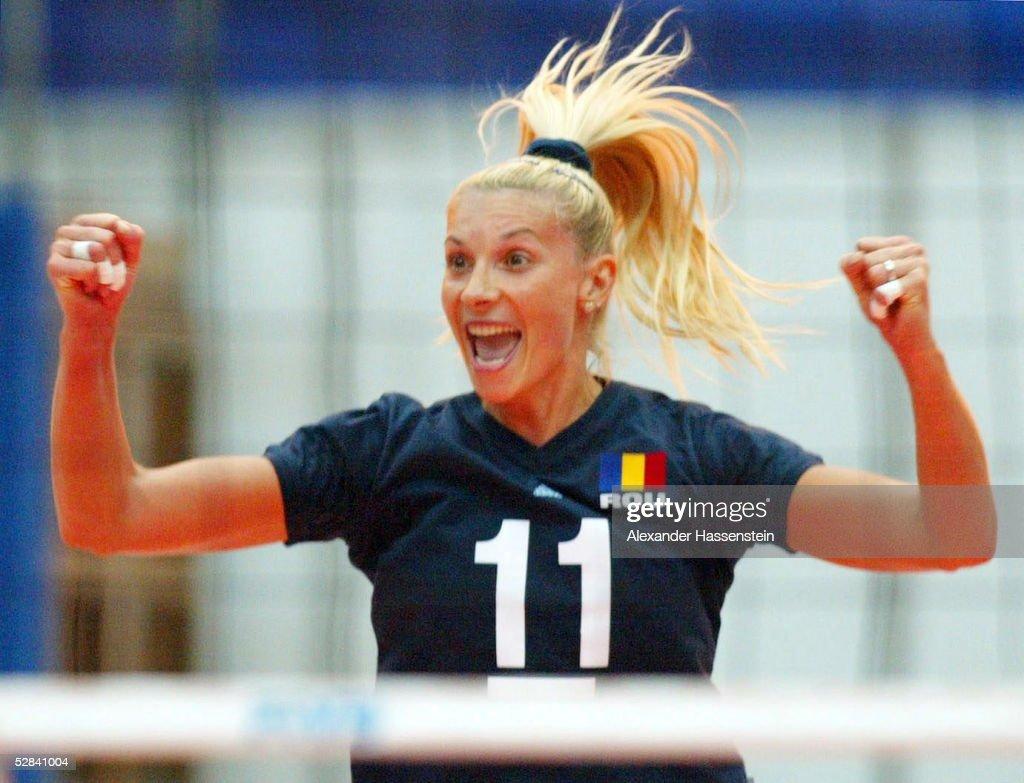 VOLLEYBALL/FRAUEN: WM 2002, NED - ROM : News Photo