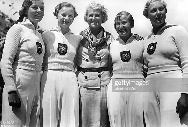 Schwimmsportlerin DDie deutsche 4x100 Meter Kraulstaffel der Damen bei den olympischen Spielen in Berlin 1936 Inge Schmitz Gisela Arendt Toni Pansin...