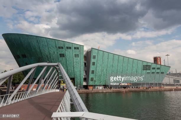 science center nemo on waterfront, amsterdam, holland - nemo museum stock pictures, royalty-free photos & images