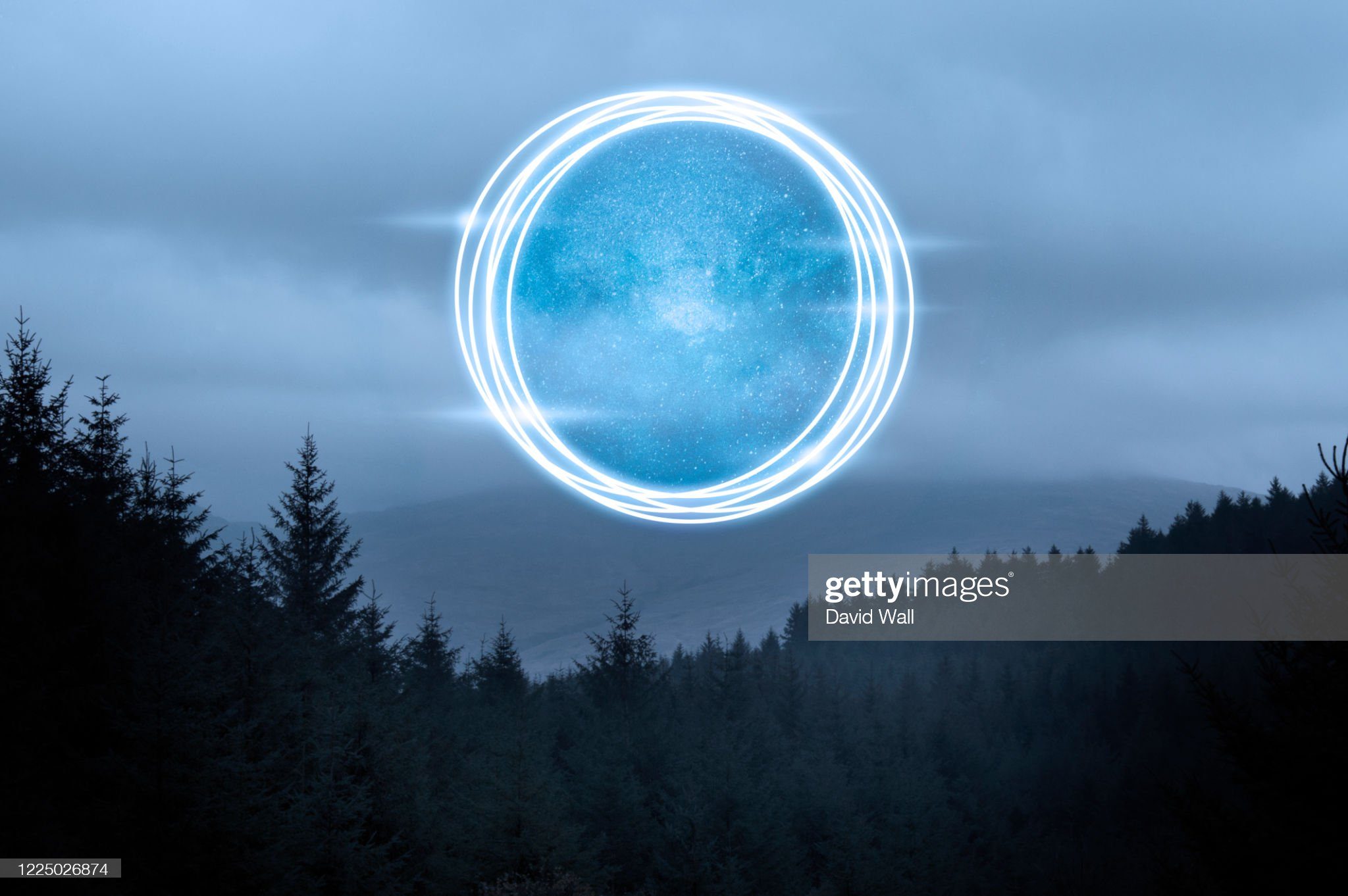 A science fiction concept. A glowing portal floating above a forest on a misty evening. : 圖庫照片