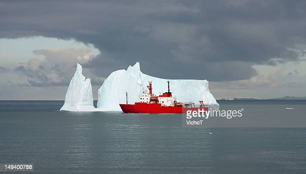 scientific ship on a mission in antarctica - military ship stock pictures, royalty-free photos & images