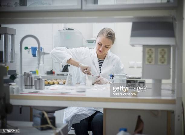 scientist in laboratory for biochemistry and molecular cell biology - biochemistry stock pictures, royalty-free photos & images