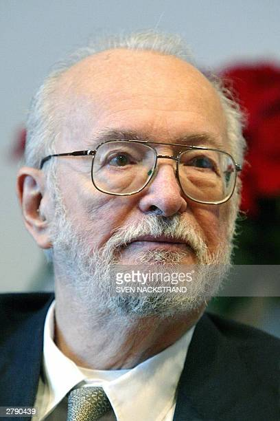 US scientist Paul C Lauterbur who jointly won the Nobel Prize for Medicine together with Briton Peter Mansfield for their work on MRI is seen during...