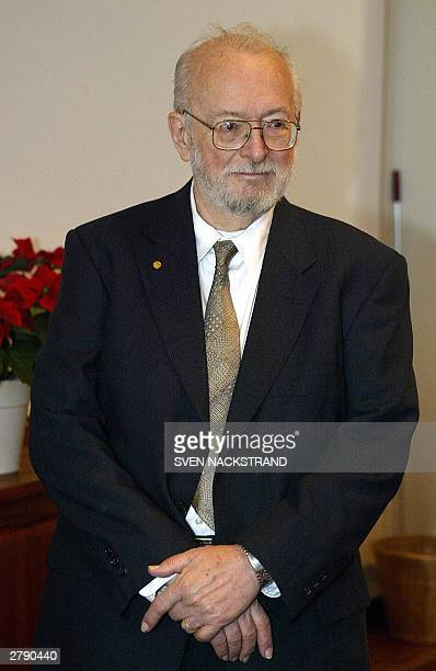US scientist Paul C Lauterbur who jointly won the Nobel Prize for Medicine together with Briton Peter Mansfield for their work on MRI is pictured...