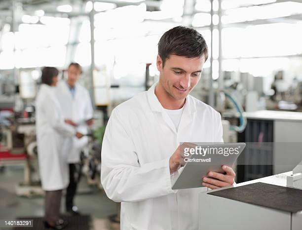 デジタルタブレットを使用して、科学研究所