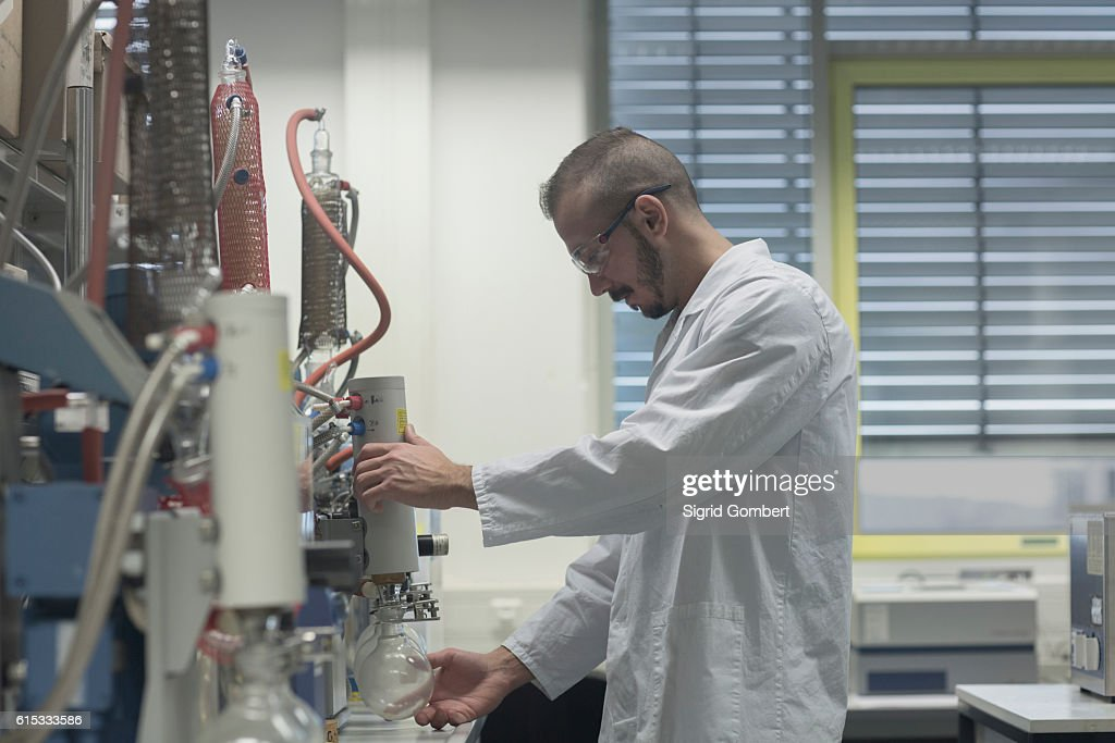 Scientist working in a pharmacy lab, Freiburg im Breisgau, Baden-Württemberg, Germany : Stock-Foto