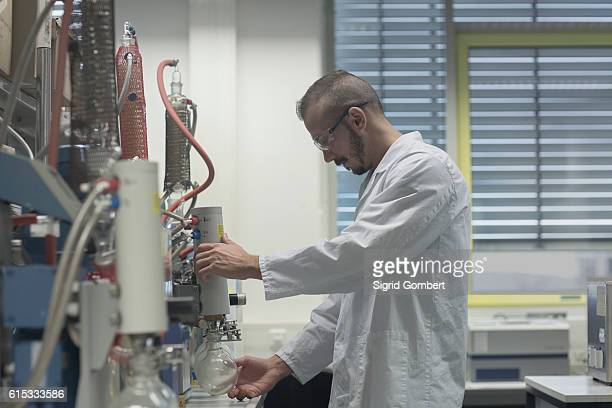 scientist working in a pharmacy lab, freiburg im breisgau, baden-württemberg, germany - sigrid gombert fotografías e imágenes de stock