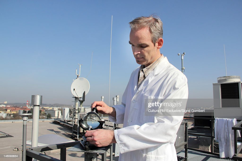 Scientist working in field : ストックフォト