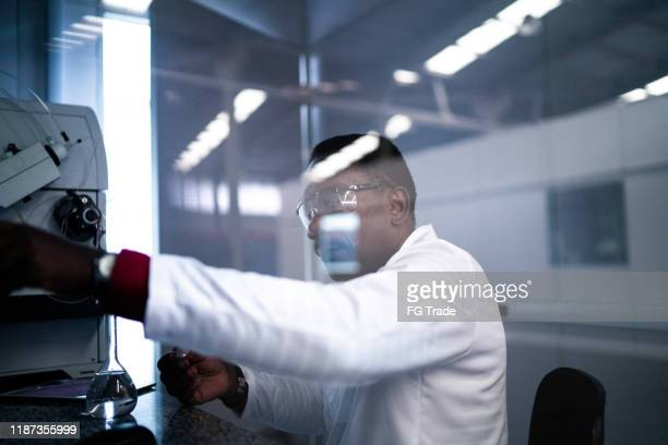 scientist working in laboratory - microbiologist stock pictures, royalty-free photos & images