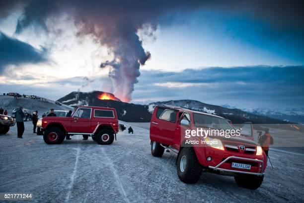 scientists near eyjafjallajokull eruption - fimmvorduhals volcano stockfoto's en -beelden
