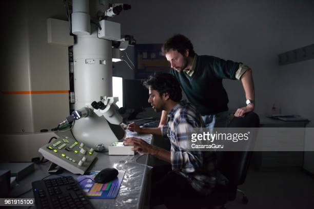 scientists using field emission electron microscope - scanning electron microscope stock pictures, royalty-free photos & images