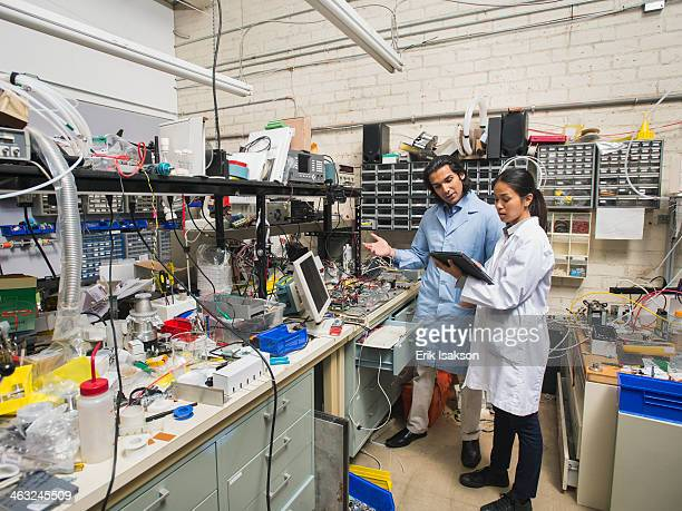 scientists working in laboratory - fabricage apparatuur stock pictures, royalty-free photos & images