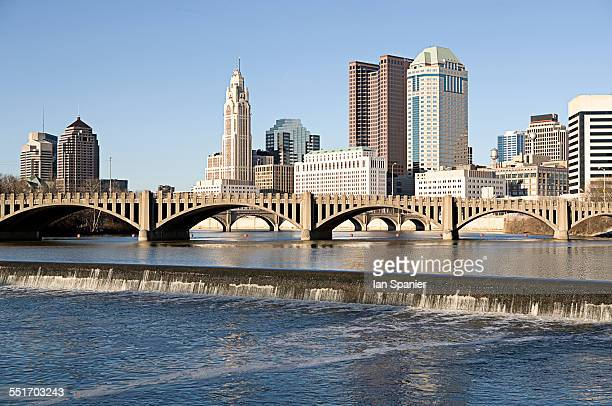 scioto river with waterfall and columbus ohio skyline, usa - columbus ohio stock pictures, royalty-free photos & images
