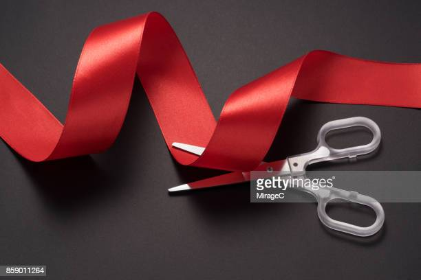 scissors cutting red ribbon - evento de abertura - fotografias e filmes do acervo