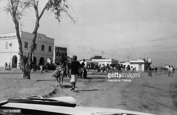 Scène de rue le jour du référendum à Djibouti le 14 avril 1967
