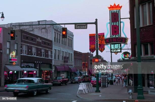Scène de vie dans le quartier historique de Beale Street berceau du blues circa 2000 Memphis Tennessee Etas Unis