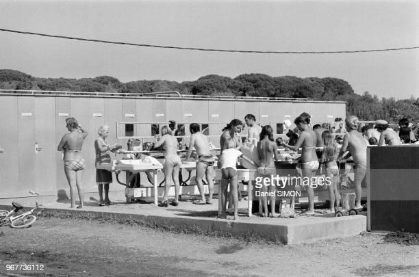 Scènes de vacances dans un camping sur la Côte d'Azur le dimanche 22 juillet 1978 France