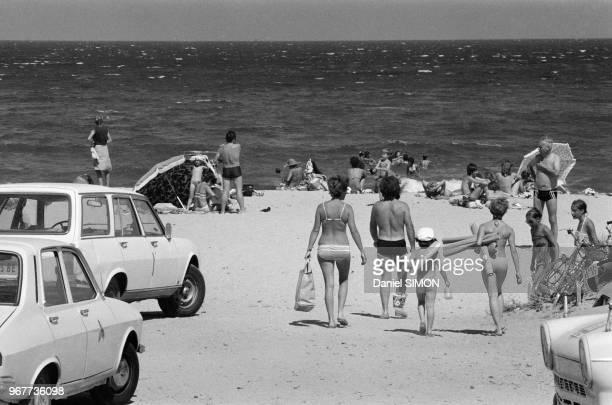 Scènes de vacances sur une plage de la Côte d'Azur le dimanche 22 juillet 1978 France