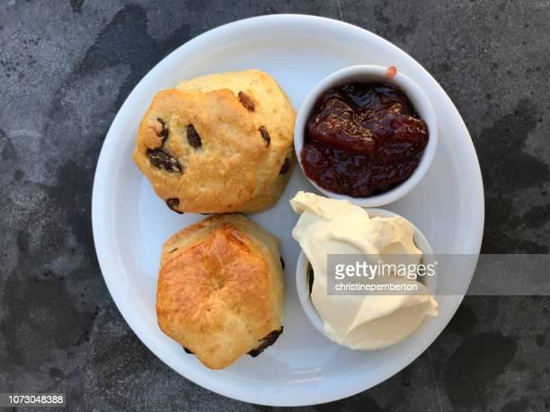 scones with clotted cream and jam - scone - fotografias e filmes do acervo