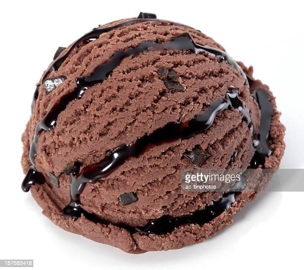 boule de crème glacée au chocolat - glace au chocolat photos et images de collection