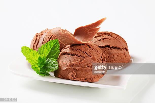 Kugeln Eis mit Schokolade