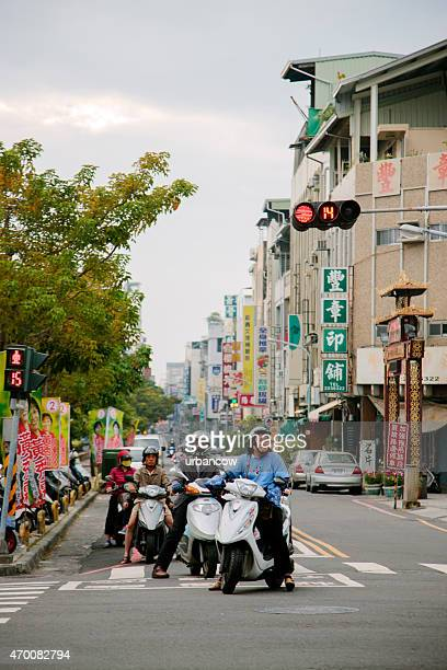 scooters at a city junction, taipei, taiwan - hualien county stock pictures, royalty-free photos & images