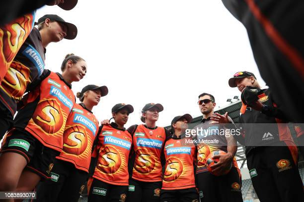 Scorchers head coach Lisa Keightley talks to players in a huddle before the Women's Big Bash League match between the Hobart Hurricanes and the Perth...